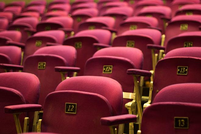 Regarder un film au cinema ou regarder un film dans le parc