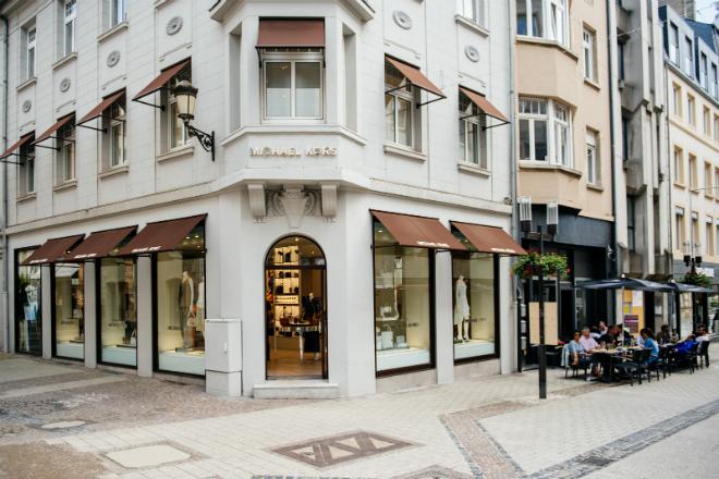 Moderne winkels in historische gebouwen