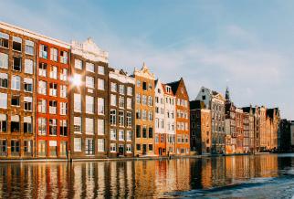 Unieke Amsterdamse huizen aan de gracht