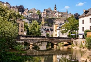 De Alzette rivier loopt door Luxemburg