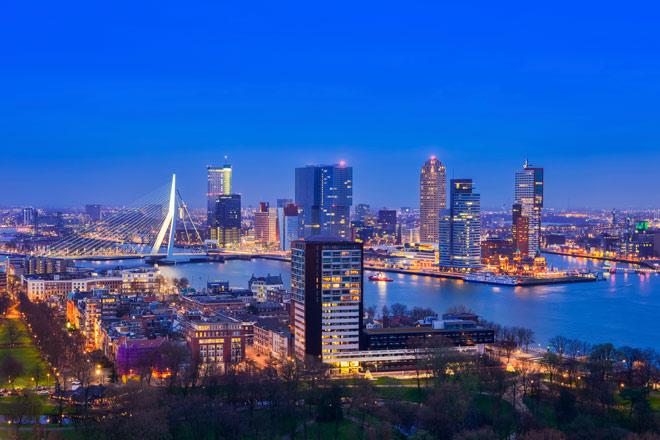 Bebouwing in Amsterdam en in Rotterdam