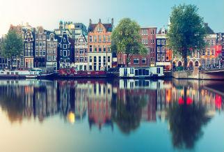 Vue plongeante sur les canaux d'Amsterdam