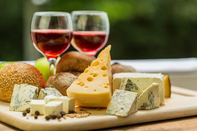 Goûtez et emportez des vins et des fromages