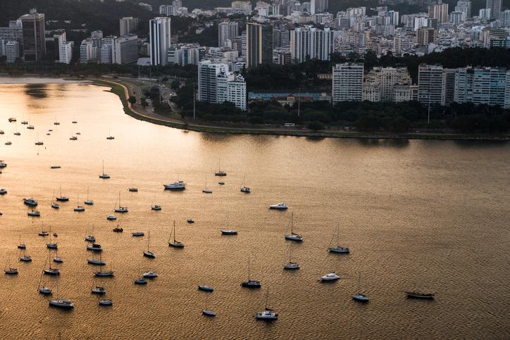 Barcos no mar no Rio de Janeiro