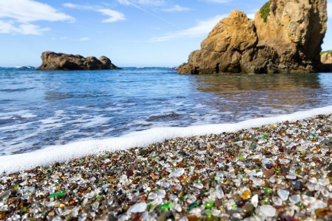 La playa con arena de cristal de California