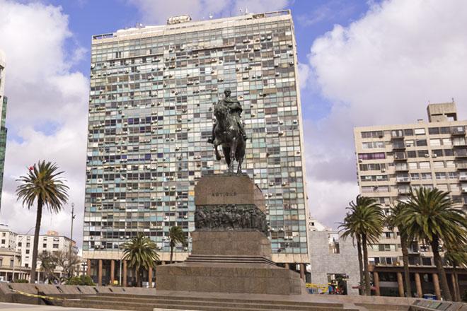 Plaza Independência e Puerta de la Ciudadela (Fotos: Getty Image)