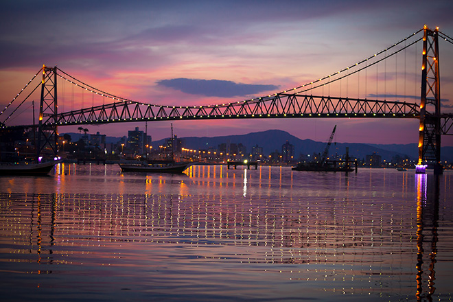 Ponte Hercílio Luz à noite