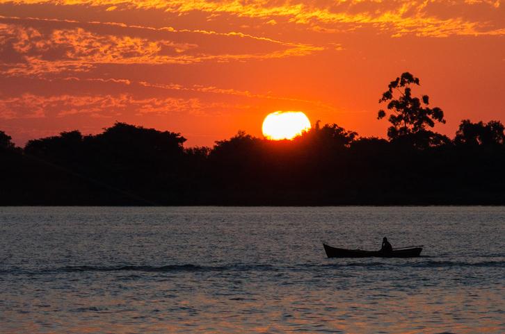 Pôr do sol no Rio Guaíba, em Porto Alegre