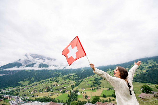 ragazza felice in svizzera