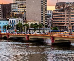 Conheça o Recife Antigo nos passeios de catamarã