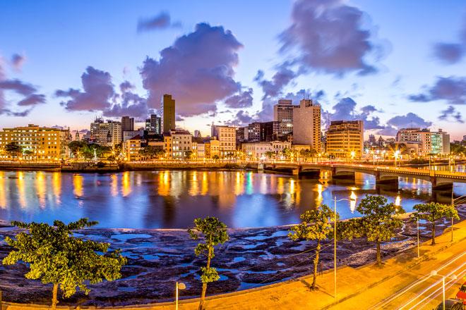 Recife às margens do Rio Capibaribe
