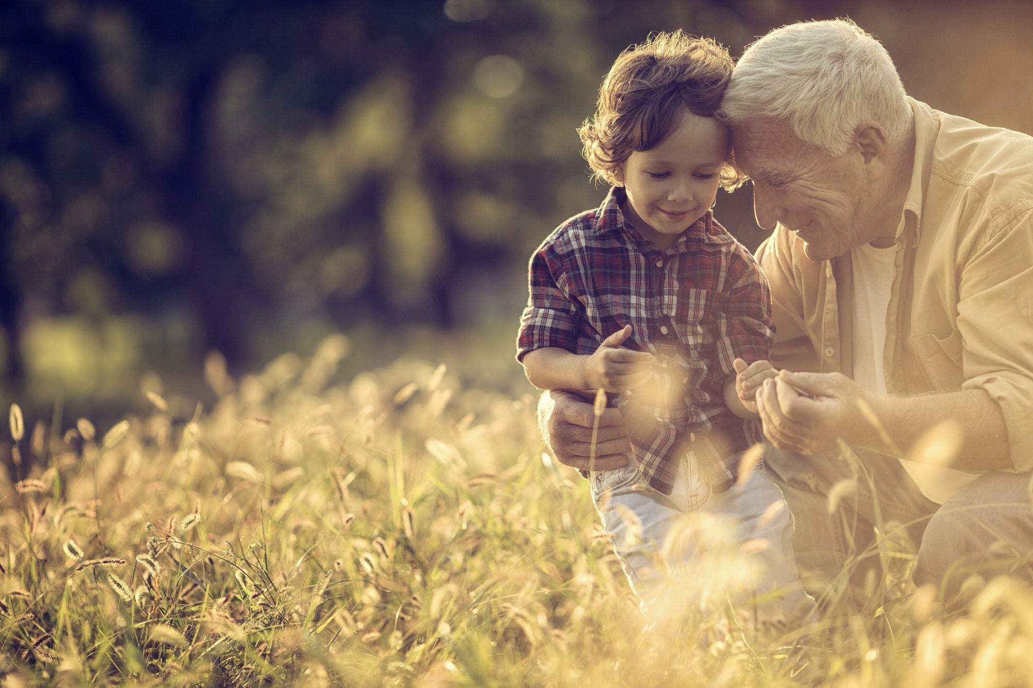 Un grand-père et son fils au coeur de la cité