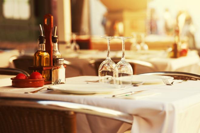 cena romantica a parigi