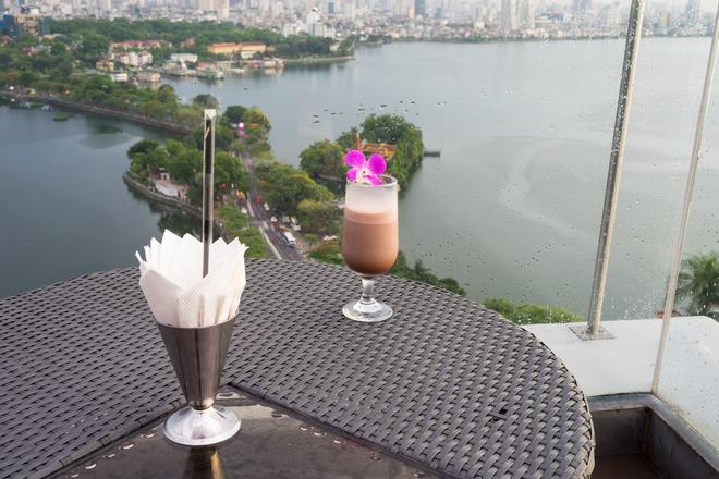 rooftop bar in saigon