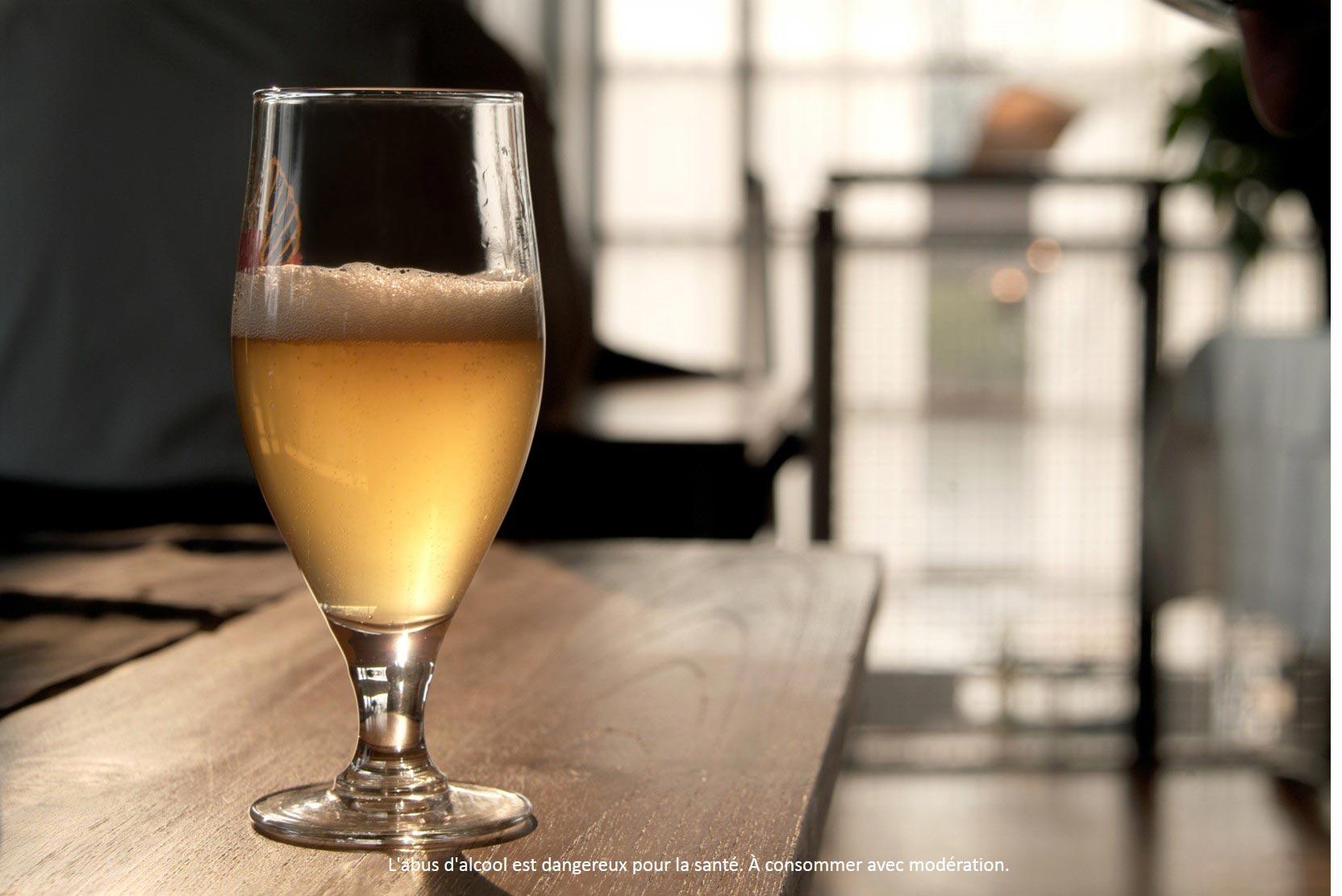 Savourer une très bonne bière