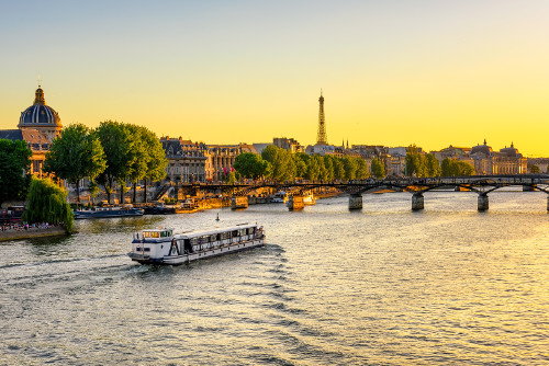 Romantisches Wochenende in Paris: Dinner auf der Seine