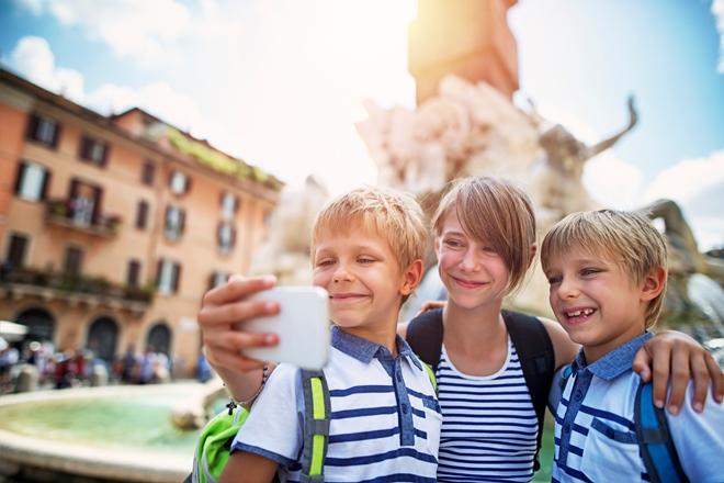 Selfie fontana quattro fiumi a roma