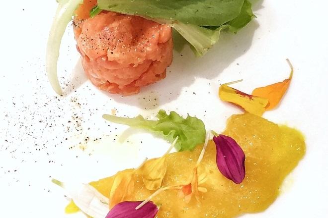 Tartare di salmone selvaggio con chutney di mango