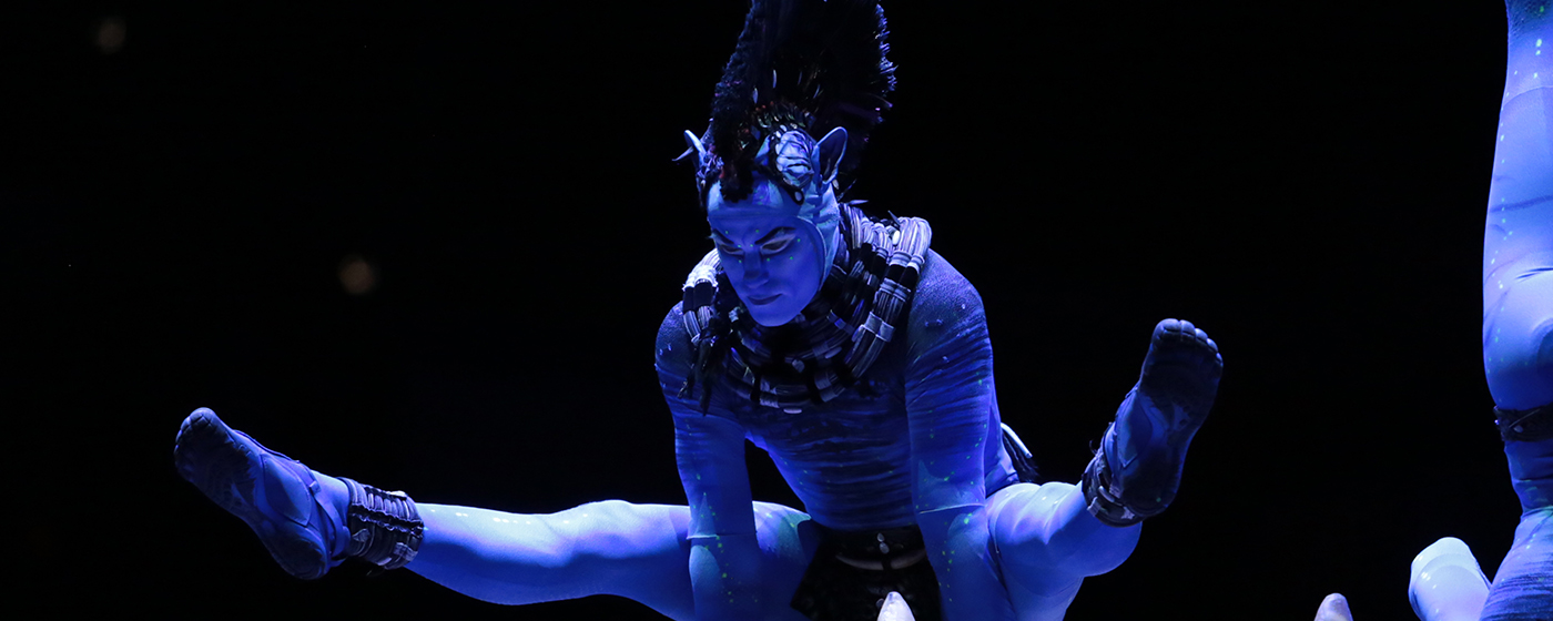 Peter Cirque TORUK Acrobat