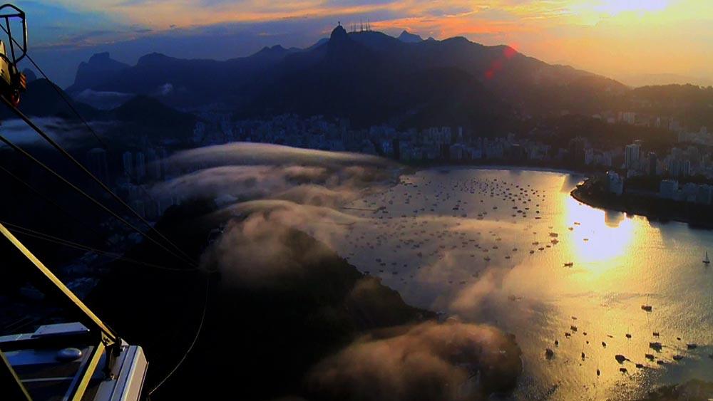 Zonsondergang vanaf grote hoogten Rio