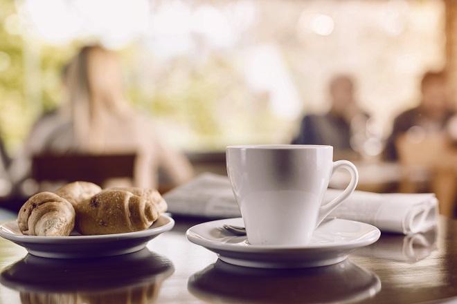 Frühtück mit Kaffee in Wien.