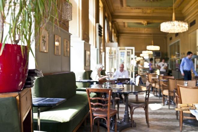 Das Café Westend in Wien beeindruckt mit wunderschönen Räumlichkeiten.