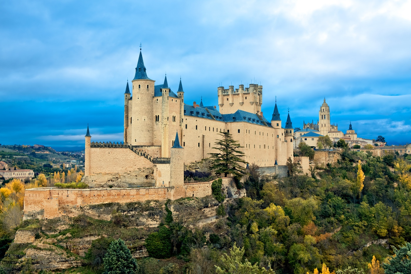 Castle 20 travel bucket list ideas to do before 40 20 Travel Bucket List Ideas To do before 40 visit a castle d888