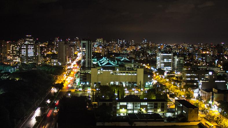 Vista noturna de Porto Alegre