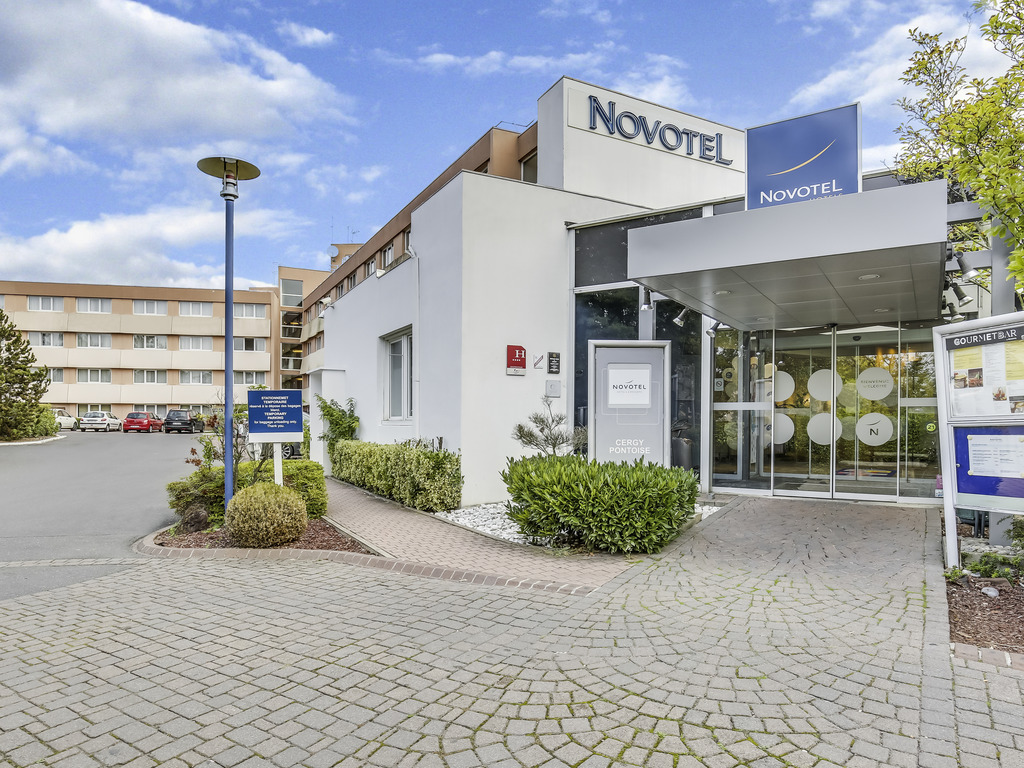 For your business trip or family getaway, enjoy the comfort of a 4-star room at the Novotel Cergy Pontoise hotel. The hotel is just a 9-minute walk from the RER A train station - you will be in the center of Paris in 40 minutes. Enjoy the charms of the ca pital or discover the treasures along the Impressionists Route that passes through the region. Make your seminars a success with our eleven meeting rooms, contemporary restaurant and bar. Make the most of life on the outskirts of Paris at Novotel.