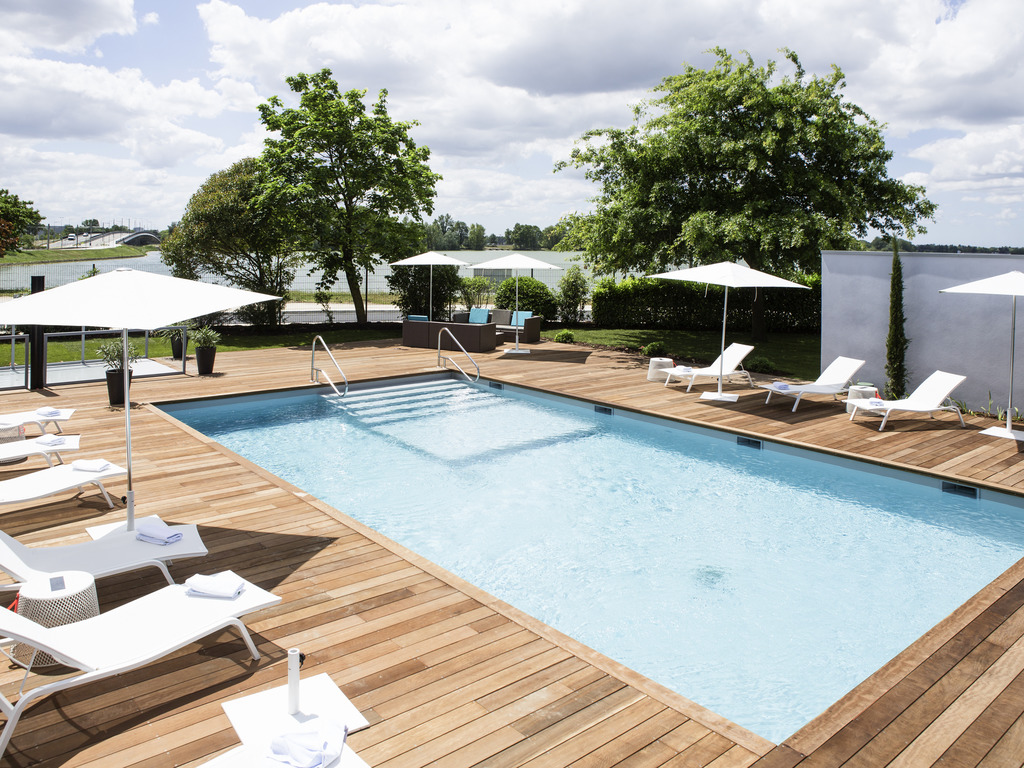 Enjoy a relaxing stay at the Novotel Bordeaux Lac hotel. The hotel offers easy access to the city's attractions and is ideal for both family weekends away and business trips. Savor local delicacies in our bright restaurant or on the lounge terrace. If you 're here on business, take advantage of the 12 meeting rooms and free WiFi. Or take a dip in the pool and then relax in your modern room with a view over the lake. Experience Bordeaux's relaxing atmosphere first hand at Novotel.