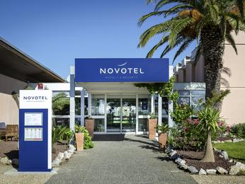 H tel rivesaltes r servez votre hotel novotel perpignan for Hotel perpignan avec piscine