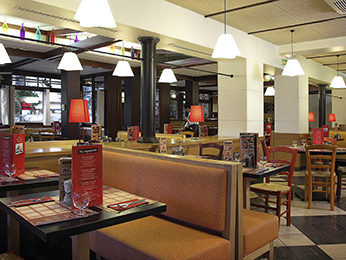 restaurant caf 233 and bar at the ibis porte d orleans hotel in montrouge