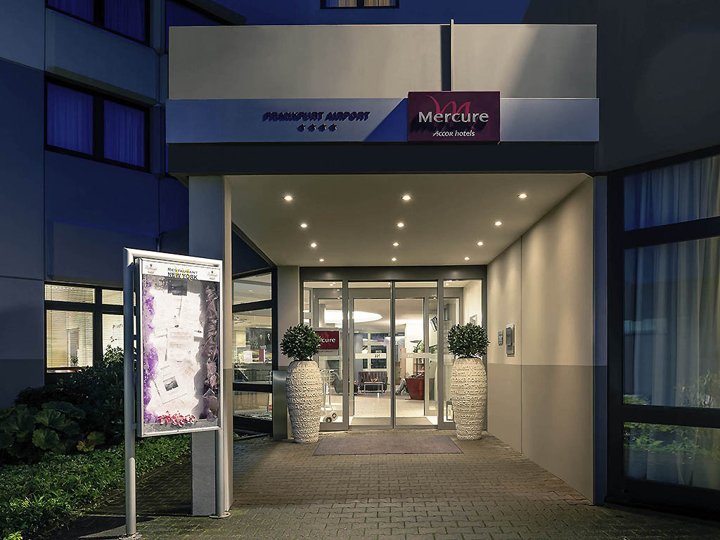 Close to Rhein-Main airport and the center of the international finance hub: The 4-star Mercure Hotel Frankfurt Airport has 150 rooms with air-conditioning and free WIFI. Our CCH-certified hotel with seven air-conditioned conference rooms is ideal for your business and private events with up to 180 participants. The shuttle service will take you between the hotel and airport, which is 1.9 miles (3 km) away. Frankfurt main train station is 12.4 miles (20 km) away. By car, take the A3 highway.