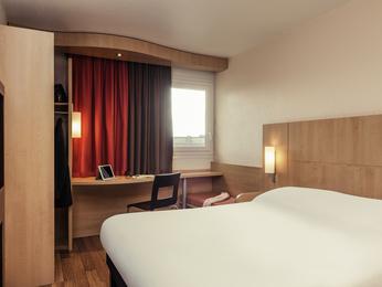 h tel epinay sur seine ibis pinay sur seine. Black Bedroom Furniture Sets. Home Design Ideas