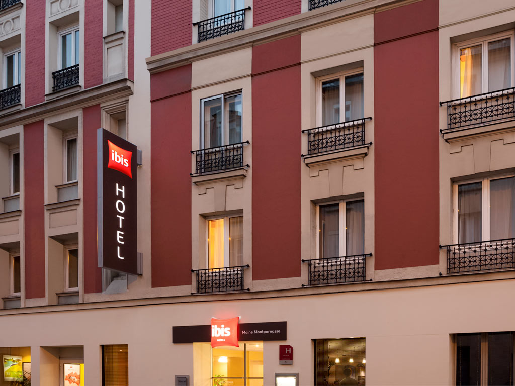 The ibis Paris Maine Montparnasse hotel is located in central Paris, 0.6 mi (1 km) from the Montparnasse train station and 1.2 mi (2 km) from the Parc des Expositions de la Porte de Versailles. The hotel offers 102 rooms with A/C and WIFI, as well as 2 ro oms designed for guests with reduced mobility. A bar, 24-hour snacks and paying covered private car park (narrow access) are available to you. Pets accepted. Our hotel is completely non-smoking. Many restaurants are located nearby.