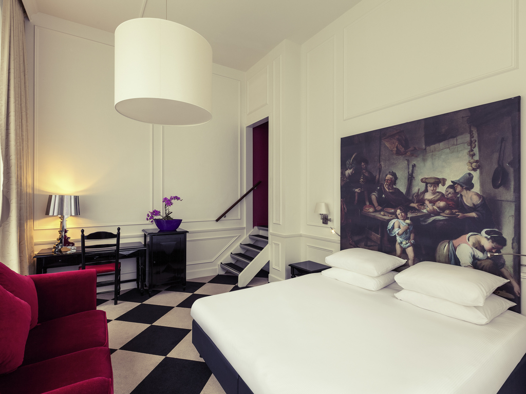 Located within the Amsterdam Canal district, the hotel is the perfect place to enjoy Amsterdam's historic city centre. The hotel is at walking distance of Amsterdam's most iconic museums, such as the Rijksmuseum, Van Gogh Museum and Anne Frank House. With the Metro 52 around the corner (Stop Vijzelgracht) we have a direct connection to Amsterdam Central, Dam square and the RAI conference centre. We are here to make your stay enjoyable, whether for business or pleasure! And we hope to see you soon.