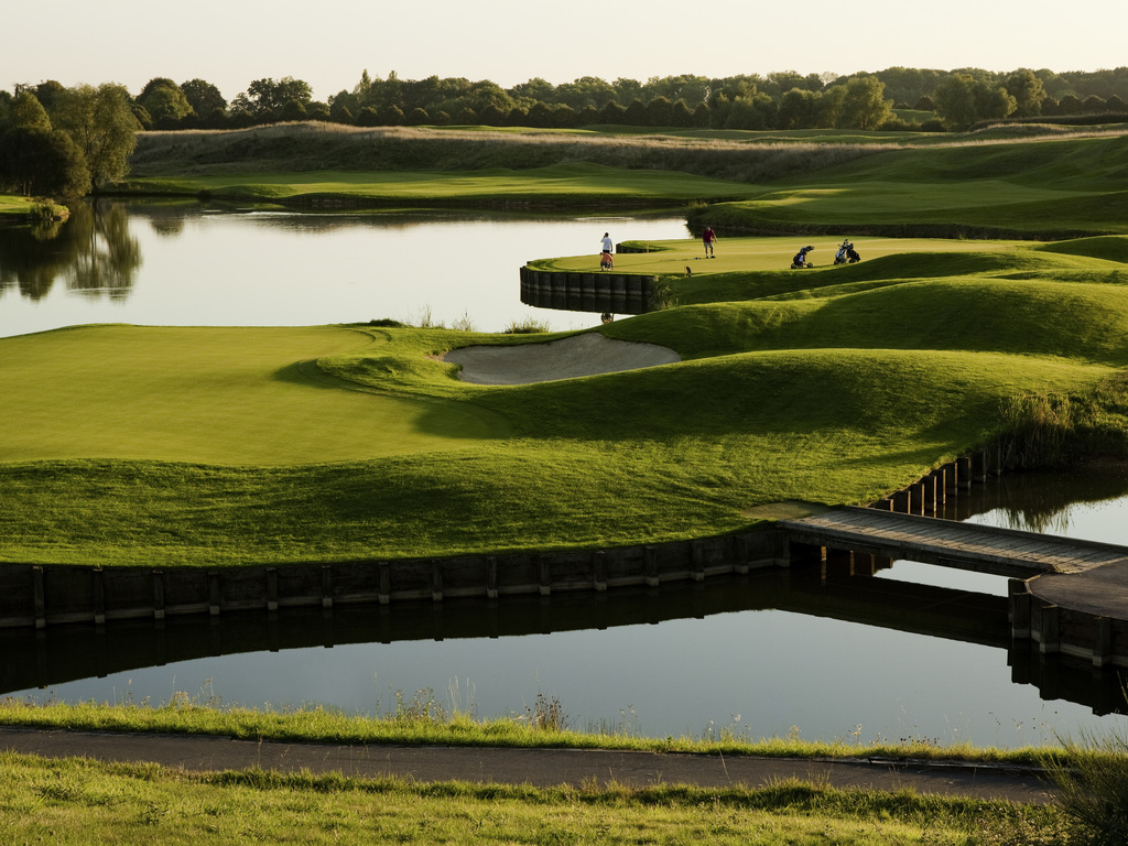 Discover the Novotel St Quentin Golf National hotel, only 18.6 miles (30 km) from Paris. Ideal for a stay for golf or with family, this fully renovated hotel offers 131 air-conditioned rooms, 10 meeting rooms for your seminars and private events and 346 a cres (140 hectares) of green space, perfect for combining work and relaxation and organizing your teambuilding activities. Take some time out in the greenery of the Novotel St Quentin Golf National hotel