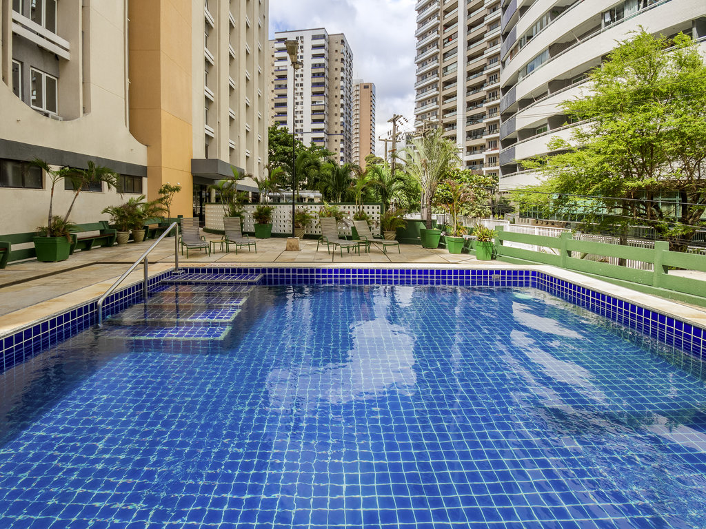 The ibis Fortaleza Praia de Iracema hotel is 219 yards (200 m) from Iracema Beach, 5 miles (8 km) from Futuro Beach, 5 miles (8 km) from the convention center, 7.5 miles (12 km) from Fortaleza International Airport and 20 km from the Beach Park resort. With easy access to Avenida Beira Mar and Avenida Monsenhor Tabosa, the hotel's facilities are ideal for both business trips and vacations. It features 171 rooms with free WIFI, a swimming pool, 24-hour bar and a restaurant for breakfast, lunch and dinner.