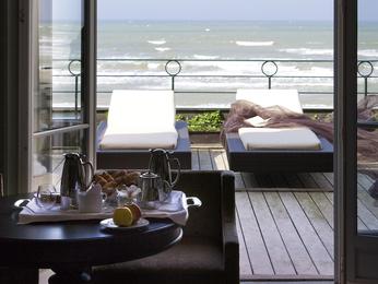 Hotel cabourg r server votre chambre l 39 hotel le grand for Chambre hote cabourg