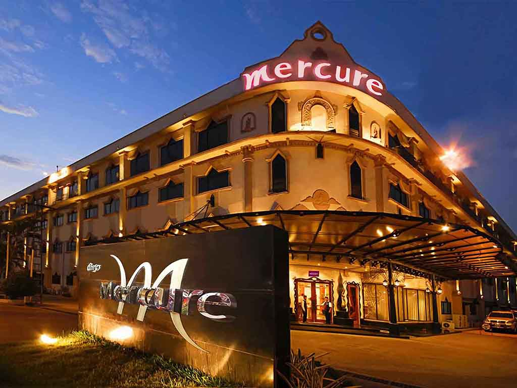 Mercure Vientiane is a 4 star-hotel that caters to both business and leisure travellers. This charming hotel is positioned conveniently close to Wattay Intenational Airport, Mekong River, the Vientiane waterfront and town centre with its many restaurants, cafes and bars. It also offers easy access to tourist attractions including temples and night markets.