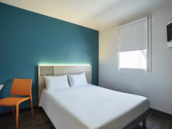 hotel en bordeaux bastide hotelf1 bordeaux ville. Black Bedroom Furniture Sets. Home Design Ideas