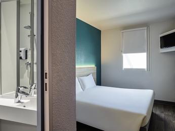 h tel thonon les bains hotelf1 thonon les bains est. Black Bedroom Furniture Sets. Home Design Ideas