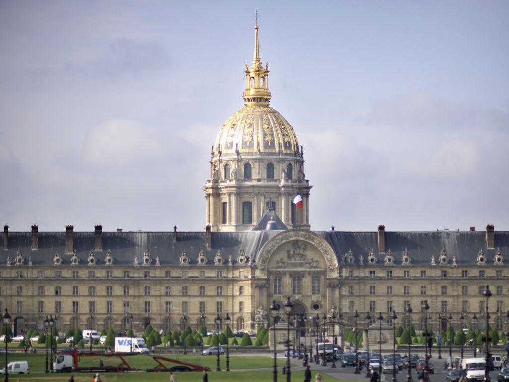 巴黎埃菲尔铁塔米拉波桥美居酒店