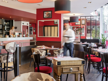Restaurant caf and bar at the ibis lyon palais des congres caluire hotel in caluire - Restaurant palais des congres ...