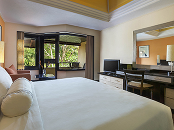 Zimmer - The Royal Beach Seminyak Bali - MGallery Collection