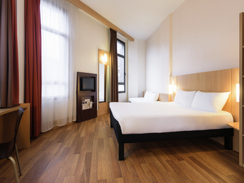 hotel in bilbao book this ibis hotel in central bilbao. Black Bedroom Furniture Sets. Home Design Ideas