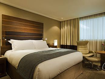 thai massage services professional hotel visit heathrow airport