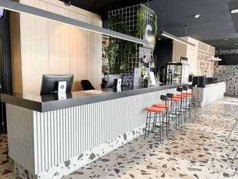 H tel martigues r servez votre hotel ibis martigues - Point p martigues ...