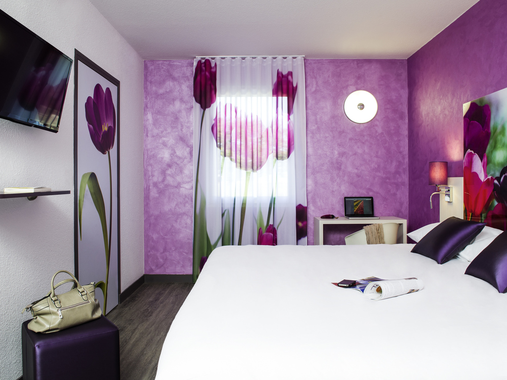 la chapelle saint ursin hotels hotel booking in la chapelle saint ursin viamichelin. Black Bedroom Furniture Sets. Home Design Ideas