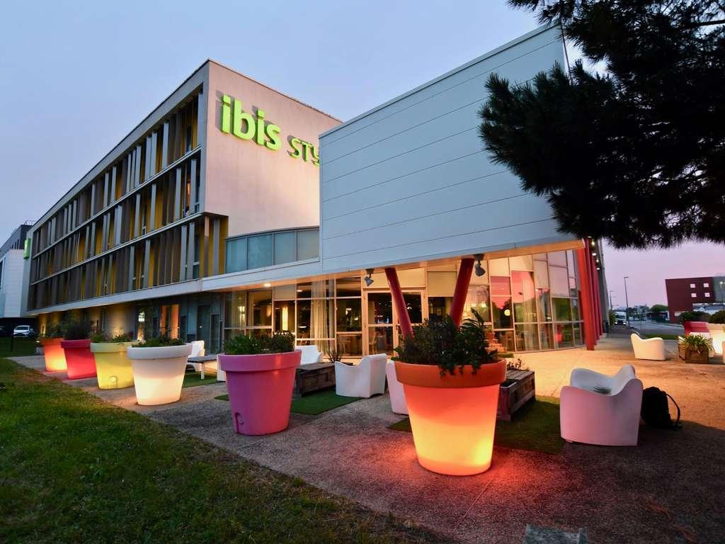 ibis budget nantes reze aeroport r servation gratuite sur viamichelin. Black Bedroom Furniture Sets. Home Design Ideas